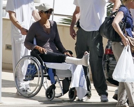 Halle Barry - Broken leg at Mayorca Spain